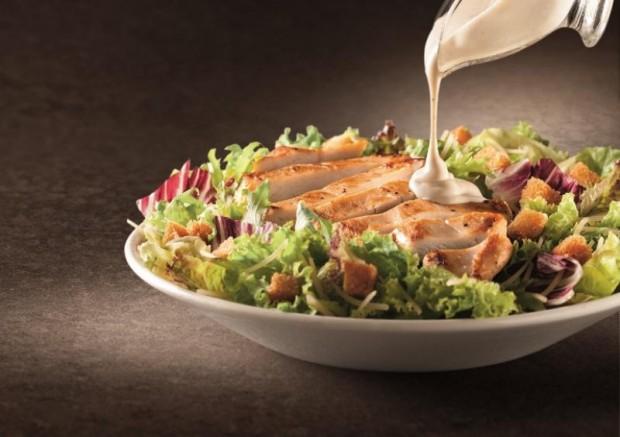 Salada de frango grelhado com molho caesar do McDonald's (Foto Divulgação)