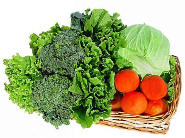Brócolis cozido novapor, molho de tomatee verduras refogadas são boas opções para substituir a salada fria (Crédito Free Images)