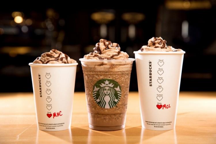 Os frappuccinos são as bebidas mais doces do Starbucks: um copo de 591 ml de frappuccino de iogurte de banana tem 128 g de açúcar (Crédito Divulgação)