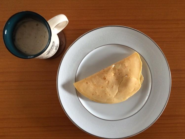 Pão de queijo de frigideira e café com leite, meu café da manhã (Foto: Arquivo pessoal)